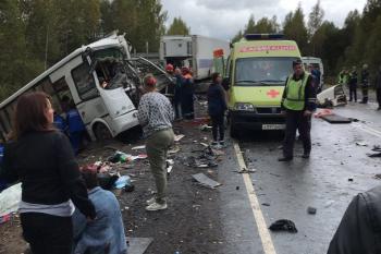 В Ярославской области девять человек погибли при столкновении автобуса с грузовиком