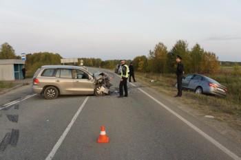 Под Нижним Тагилом водитель отвлёкся на упавший телефон и устроил лобовое ДТП, в результате которого погибла его пассажирка (ФОТО)