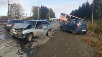 Под Нижним Тагилом в ДТП с двумя автобусами погиб человек (ВИДЕО)