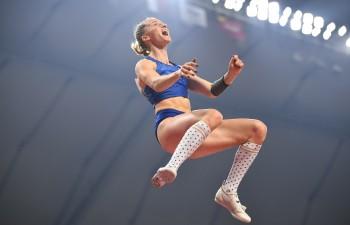 Россиянка Анжелика Сидорова выиграла золото ЧМ в прыжках с шестом