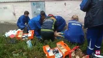 В Саратове мужчина с двумя детьми выпал из окна многоэтажки