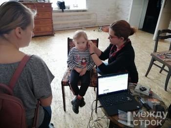Акустики из Германии подарили слабослышащим тагильчанам новые слуховые аппараты