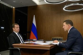 Медведев поручил Куйвашеву подумать о смягчении норм при реконструкции школ