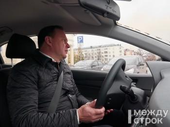 Мэр Владислав Пинаев за рулём Hyundai Solaris прокатился по дорогам, сделанным в рамках нацпроекта БКАД