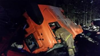 На трассе под Режом при столкновении двух грузовиков погиб водитель