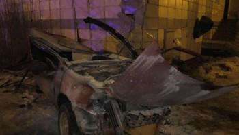 ВТавде автомобиль с детьми врезался вжилой дом, водитель погиб