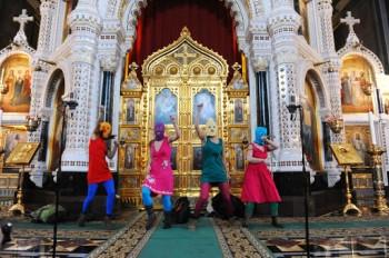 Россия выплатила компенсацию 37 тысяч евро участницам Pussy Riot