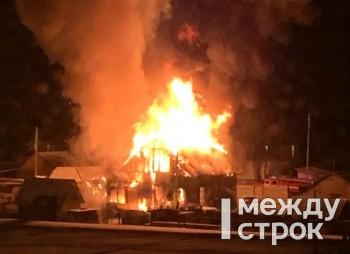 В Нижнем Тагиле сгорел дом на Муринских прудах (ФОТО, ВИДЕО)