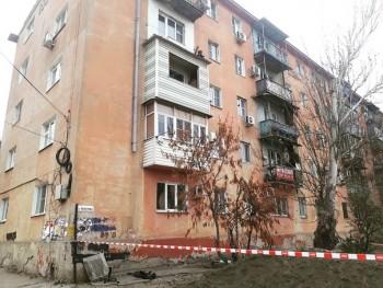 В Астрахани мужчина погиб из-за обрушения балкона жилого дома (ВИДЕО)