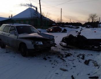 На севере Свердловской областимужчина и его пятилетний сын разбились на снегоходе