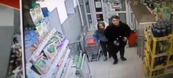 Полиция Нижнего Тагила разыскивает подозреваемых в краже алкоголя из супермаркета