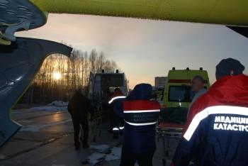 С севера Свердловской области медики эвакуировали троих тяжёлобольных детей на новом вертолёте