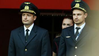 Владимир Путин присвоил звания Героев России пилотам, посадившим самолёт в кукурузном поле