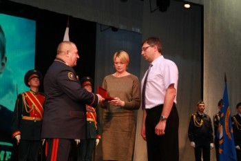 Семье погибшего при пожаре в «Холдоми» мальчика вручили орден Мужества
