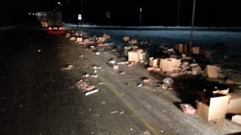 На Серовском тракте грузовик с колбасой врезался в фуру