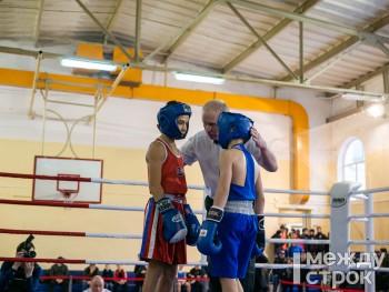 В Нижнем Тагиле стартовал первый открытый турнир по боксу памяти солдат правопорядка