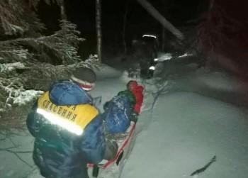 Насевере Свердловской области спасли двух туристов, один изкоторых сломал ногу (ВИДЕО)