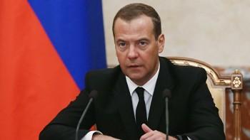 Медведев поручил проработать снижение беспошлинного порога с 500 до 20 евро