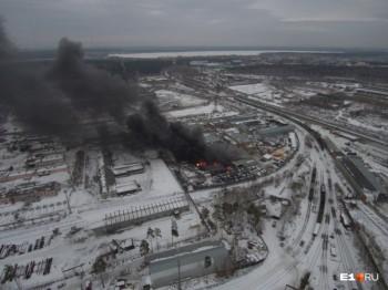 Пожарна лакокрасочном заводе в Екатеринбурге потушили