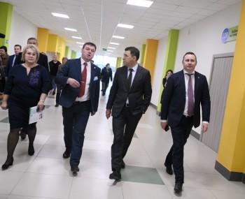 В Нижнем Тагиле Евгению Куйвашеву показали новую школу № 100 и спортивный зал в православной гимназии