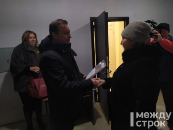 Владислав Пинаев вручил ключи от новых квартир переселенцам из ветхого и аварийного жилья