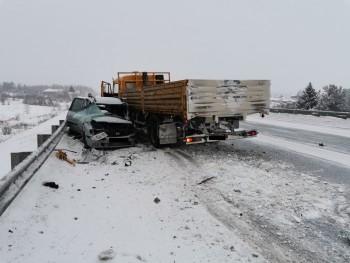 В ДТП под Нижним Тагилом погиб человек в результате столкновения грузовика с двумя легковыми автомобилями