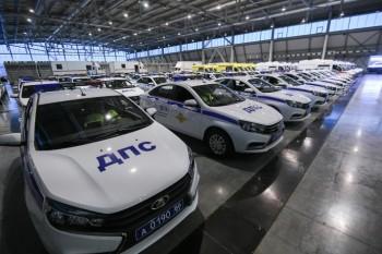 Губернатор Куйвашев передал новые полицейские машины и скорые правоохранителям и медикам Свердловской области
