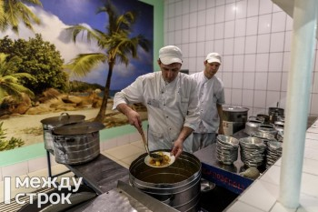 В Нижнем Тагиле будут судить замначальника ИК-13 за хищение 3,5 тонны подсолнечного масла из столовой колонии