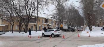 В Екатеринбурге фургон после ДТП отбросило на пешеходов, есть погибший