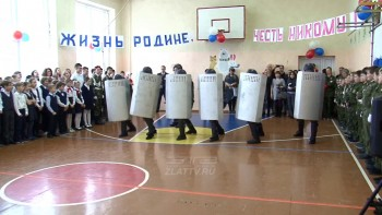 В Златоусте спецназ ФСИН показал школьникам приёмы разгона протестующих (ВИДЕО)