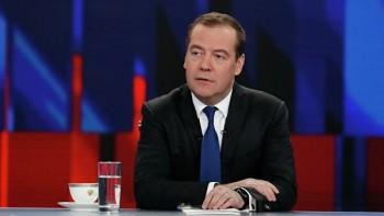 Медведев поручил ограничить торговлю аналогами снюса