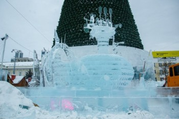 Скульпторы из Нижнего Тагила победили на международном фестивале ледяных скульптур, создав огромного кита