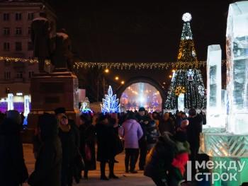 «Космического Нового года!» В Нижнем Тагиле открылась главная городская ёлка (ФОТО)