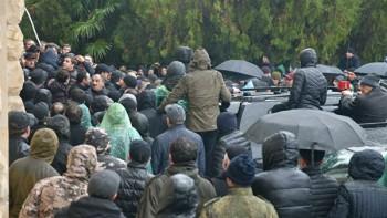ВАбхазии оппозиция штурмует здание администрации президента (ВИДЕО)