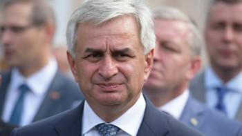 Парламент Абхазии принял отставку президента Рауля Хаджимбы