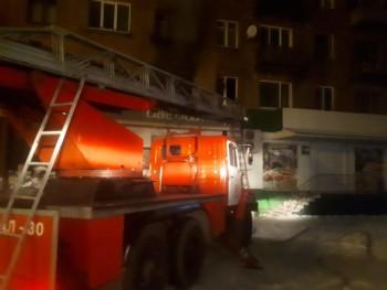 В Нижнем Тагиле из-за пожара эвакуировали подъезд многоквартирного дома