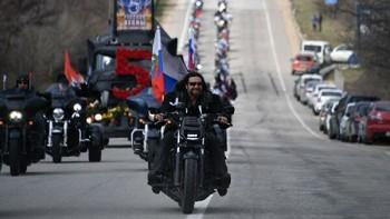 Мэрия Москвы разрешила бесплатную рекламу новогоднего шоу «Ночных волков». Байкеры сэкономили не меньше 5 млн рублей