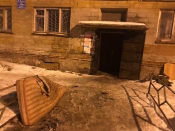 В Нижнем Тагиле неизвестные устроили пожар в многоквартирном доме