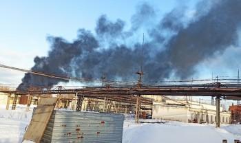 В Северном посёлке в Нижнем Тагиле горит заброшенный цех