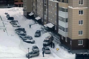 В Новосибирске полиция обнаружила в квартире выпавшей из окна женщины тело её 9-летней дочери