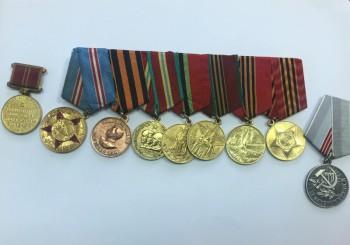 На железнодорожном вокзале Нижнего Тагила задержали женщину, продававшую медали СССР