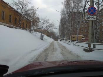Жители Нижнего Тагила завалили мэрию жалобами на завалы снега и нечищеные дороги