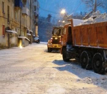 В Нижнем Тагиле дорожники за ночь вывезли с улиц 500 тонн снега