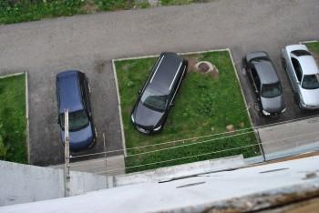 В Нижнем Тагиле продолжат штрафовать автолюбителей за парковку на газонах