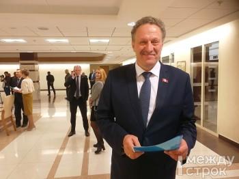 Спикер думы Нижнего Тагила Вадим Раудштейн при обсуждении поправок в Конституцию РФ предложил запретить иметь иностранное гражданство супругам госслужащих
