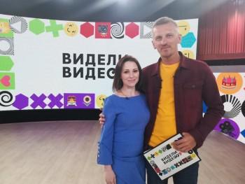 Телеведущая из Нижнего Тагила и её дочь стали героями шоу на Первом канале «Видели видео» после того, как ролик с их участием стал популярен в интернете (ВИДЕО)