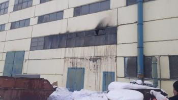 На ВМЗ произошёл пожар в производственном здании, спасатели эвакуировали 30 человек