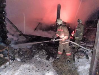 Под Нижним Тагилом в пожаре сгорели двое мужчин из-за курения в нетрезвом виде