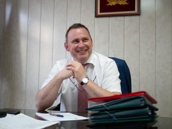 Глава Нижнего Тагила Владислав Пинаев в свой день рождения вместо подарков попросил помочь благотворительному фонду «Живи, малыш»
