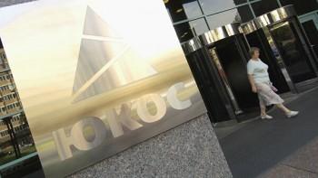 Суд в Гааге подтвердил взыскание с России 50 млрд долларов в пользу экс-акционеров «ЮКОСа». Из-за решения суда России грозит арест активов